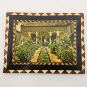 Træ billede fra Alhambra i Spanien.  45 år gammelt, købt i Alhambra og som ikke laves mere🎨