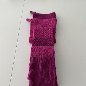 4 stk hjemmestrikkede karklude og 2 køkkenhåndklæder i super søde farver. Vasket og klar til brug.