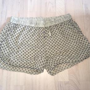 Skønne shorts fra Plus Fine.  Fejler intet.
