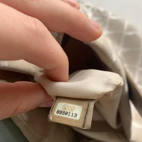 Chanel Beige Tote Bag, Logo Monogram Vintage// God men brugt // med serie nummer//  Pris: 1100kr Køber betaler fragt🌸