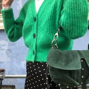 Helt ny Unlimit/adax taske modellen Emily i grøn ruskind.   Sælges da jeg har for mange tasker.