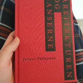 Arkitekturen og sanserne. God til den arkitektstudernde.  Der er flere bøger til salg på min profil(: