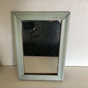 Gl fint spejl i origal malet ramme- ca 22x 35   Sender gerne  Se de andre annoncer