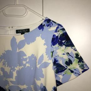 Ralph Lauren Ponce Floral Chaselle kjole. Kun brugt en gang, som en rigtig sød studenterkjole.