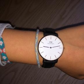 Jeg sælger mit ur fra Daniel Wellington.  Np var 1200 Mp er 400kr men jeg er åben for bud🧡