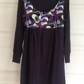 Fin kjole fra Fønix design str. L  BM på 45 cm Kan hentes i Århus C