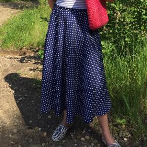 Vintage nederdel med hvide prikker