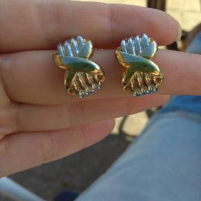 Forgyldte vintage øreringe. Guld og sølv farvet. Bytter ikke. Husk at tjekke resten af mine annoncer. Rydder godt ud.
