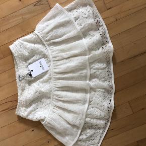 meget flot nederdel som er både fin men lkan laves rå med fed t-shirt str, 14 år men passes fint af en XS og s