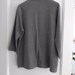 """Stoffet er """"sweatshirt"""", meget fin til et par jeans."""