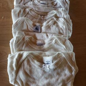 6 hvide langærmede bodyer størrelse 60.... sælges samlet til prisen på annoncen
