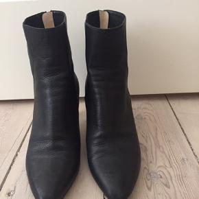 Super flotte Jimmy Choo støvler i str. 35 🌸 Brugt få gange.