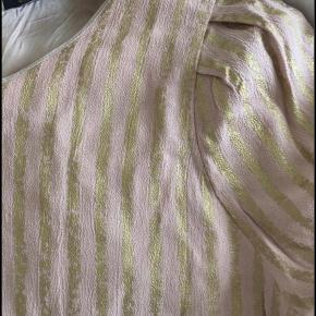 Smuk rosa/beige bluse fra Stine Goya Str m men passer bedst s  #GøhlerSellout
