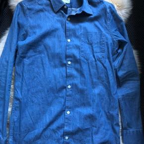 Denimskjorte fra Gnious. 100% bomuld. Nypris 300 kr.