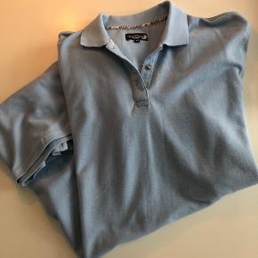 West Coast T-shirt kjole. Str. 44. Lys blå.  Kan sendes mod betaling af porto kr. 40,00 med DAO.
