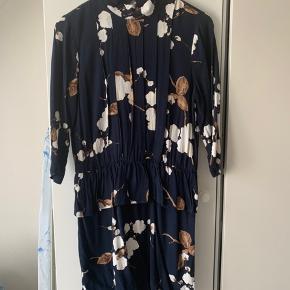 Flot kjole fra Ganni, kun brugt to gange 😊