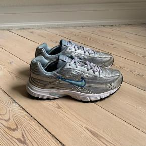 Wmns Nike Initiator  Str. 40 / US8.5 Stand fremgår af billederne  Flere par allerede solgt