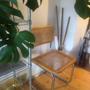 Sælger tre stk. italienske fletstole. Stolende er i fin stand.   Kan afhentes i Fredericia eller Kolding efter aftale.