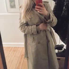 Smuk jakke fra dansk design. Kom med et bud. Super stand