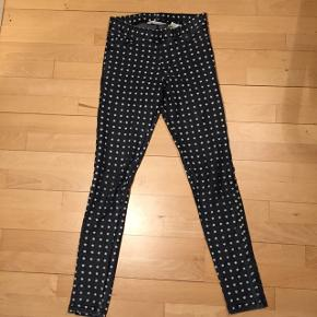 Bukser fra H&m med stjerner på. Åben for bud.