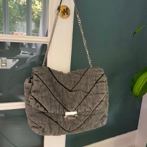 Zara taske, som aldrig er gået med og dermed fremstår som helt ny.
