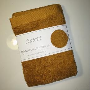 Håndklæde fra Södahl i 50x100 cm i farven Comfort Golden