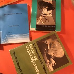 Bøger om pædagogik - primært om leg 🙌🏼 10 kr/stk.   Bemærk - afhentes ved Harald Jensens plads eller sendes med dao. Bytter ikke 💫  🌸 Bog bøger pædagogik pædagog pædagogisk leg