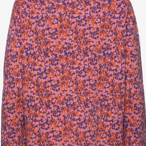 Smuk finstrikket højhalset sweater fra By Malene Birger. Købt på Boozt, men aldrig brugt.