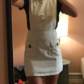 Hvid kjole fra Zara 🤍 Kjolen har få blå maler pletter på 💙