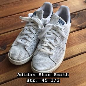 Adidas stan Smith (måske den hedder primeknit modellen) brugt i mindre grad