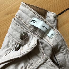Molly jeans fra gina tricot. Størrelse medium