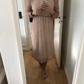 Kjole fra Vila i str. S. Nypris 500 - aldrig brugt. Kom med et bud :)  Sendes med DAO