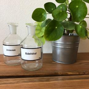 Super flotte kemierglas. De har ikke været brugt, så de kan bruges til hvad end man har lyst til. Også mad :-)   Jeg sender gerne, men prisen er fast :-)  14 cm høje