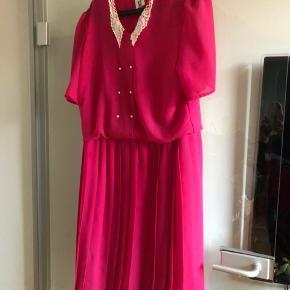 Sælger denne skønne vintage kjole, da den er for stor til mig