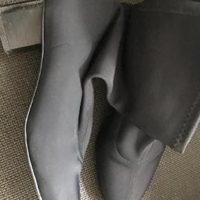 Støvletter Farve: Sort Oprindelig købspris: 2500 kr.