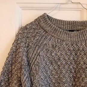 Lækker sweater, let oversize snit.