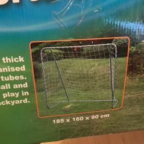 Et enkelt fodboldmål, aldrig pakket ud !   Sendes ikke pga størrelse og vægt.