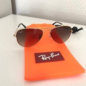 Fine RayBan solbriller til damer/piger. Lille i størelse.