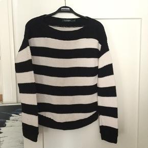 Ralph Lauren sweater str m, sælges..    Let brugt, men i fin og flot stand..     SE OGSÅ ALLE MINE ANDRE ANNONCER.. :D