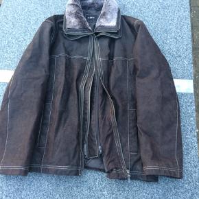 Ruskindsjakke fra Pre End med aftagelig kant (lynlås). Har aldrig været brugt.