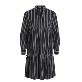 Helt ny object kjole, som jeg aldrig har brugt - dog kun prøvet på.   Ny pris: 500 kr