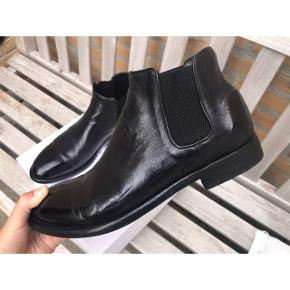 ALBERTO FASCIANI - Model Cheope 628. Ignis Black.  Håndlavet italiensk støvle. Brugt 3 gange  Sko-pose medfølger Nypris 4200kr.