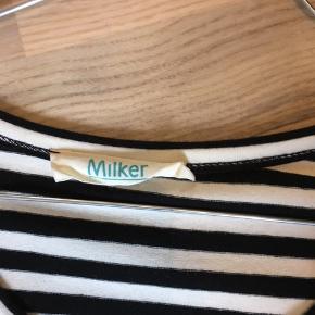 Skøn stribet Milker ammekjole - aldrig brugt! Sælges til 400kr plus Porto. Kan også afhentes i Varde eller Esbjerg efter aftale.