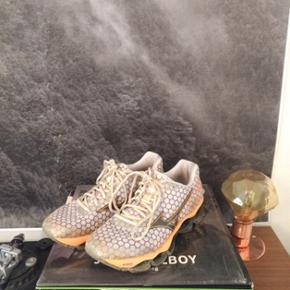 Aasics running shoes (size EU 39), good condition to start off your fitness goals!
