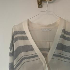 Sælger min skjorte fra Samsøe Samsøe i en str small - rigtig god stand  100% silke    #30dayssellout