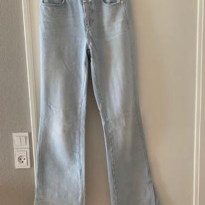 """Jeans  i en lys vask. Model: """"leaf"""" str. 26."""