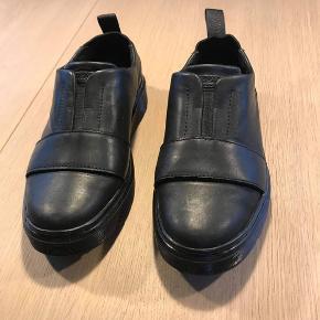 Smarteste lave støvle fra Dr. Martens - de er brugt meget få gange, og derfor i rigtig god stand, som ses på sålen🕺🏼