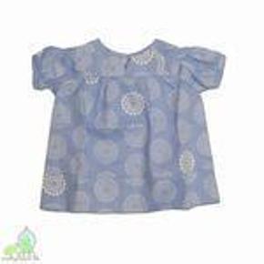 Varetype: BluseStørrelse: 2år Farve: Blå, hvid Oprindelig købspris: 350 kr.  Så fin bluse/tunika fra Gro. Blusen fejler absolut intet! :)