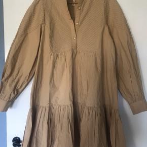 Super fin camel farvet kjole fra Object, aldrig brugt eller vasket. Kun prøvet!