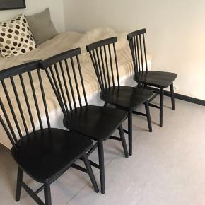 """Sælger disse fire """"Asta"""" spisebordsstole fra ILVA, købt for 1,5 år siden. Sælges pga flytning. Kostede 799,00 pr stk for ny. Sælges samlet for 1600kr."""